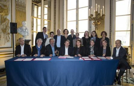 Signature d'un accord interprofessionnel